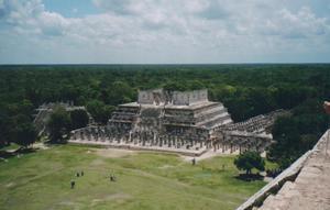 Foto di Chichen Itza (Tempio delle Mille Colonne e Tempio dei Guerrieri)