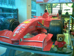 Foto di Milano (Ferrari Store in Piazza Liberty)