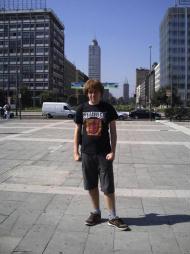Foto di Milano (davanti alla Stazione Centrale con la Torre Breda alle spalle)