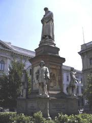 Foto di Milano (Statua di Leonardo da Vinci)